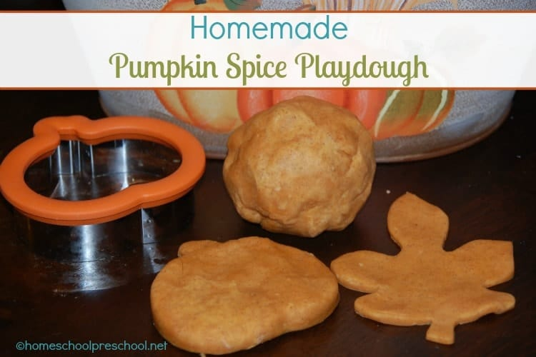 This easy homemade playdough takes less than 10 minutes to make. It's non-toxic, and it smells heavenly. This pumpkin spice playdough is the perfect thing for autumn-themed sensory play! | homeschoolpreschool.net
