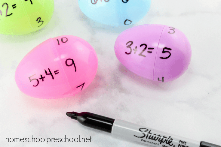 Come discover how to teach addition with plastic Easter eggs! This activity is perfect for your spring homeschool lessons. | homeschoolpreschool.net
