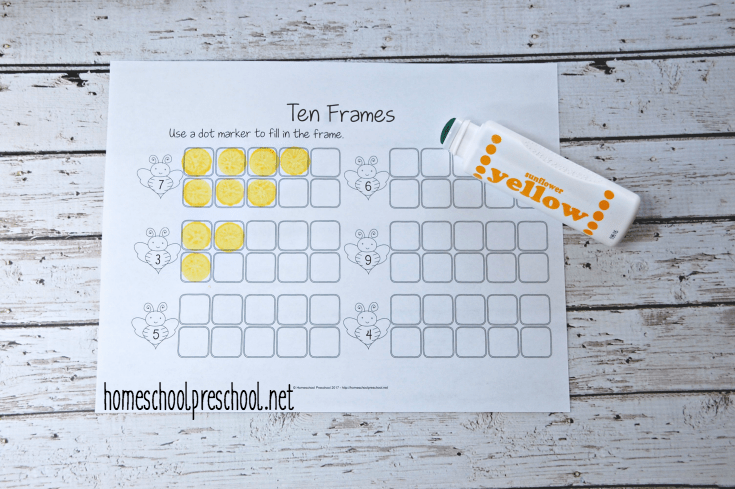Young learners will practice counting to ten on these bee-themed ten frames.