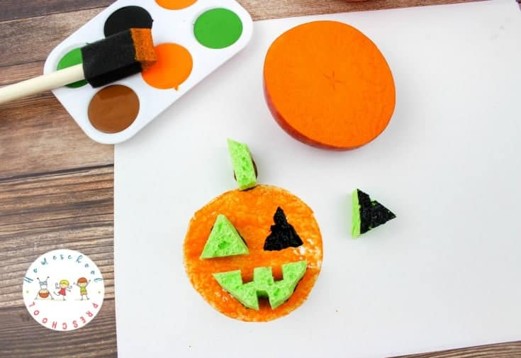 How can your children turn an apple into a pumpkin? They can with this fun autumn craft! These pumpkin apple stamps are fun for kids of all ages.