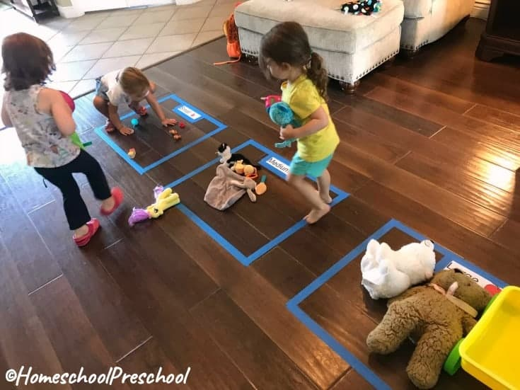 Tots and preschoolers will enjoy these fun preschool sorting activities! This is a great hands-on way for little ones to practice sorting by size!