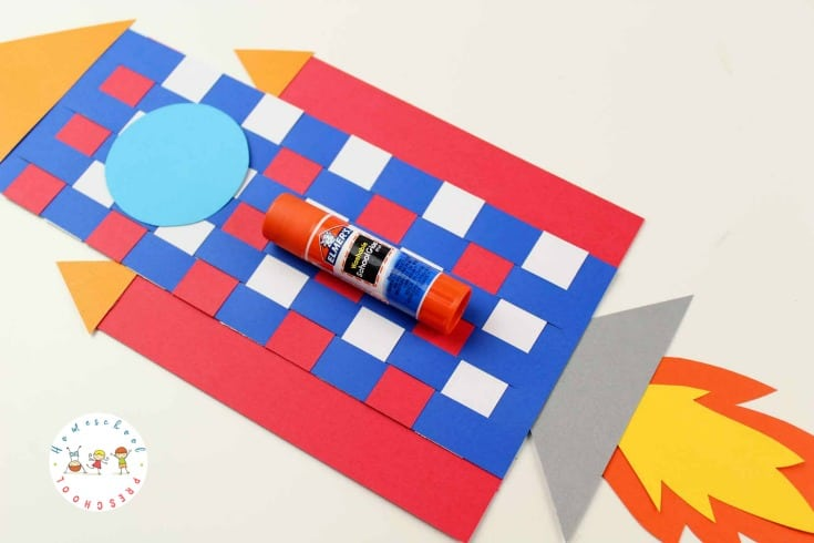 Weaving paper is great for fine motor skills. Kids can build those skills as they make this rocket craft for preschoolers! Don't miss the printable template that will help get you started.