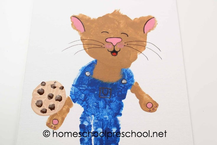 Turn your child's handprint into one of his favorite book characters with this If You Give a Mouse a Cookie handprint art project for kids!