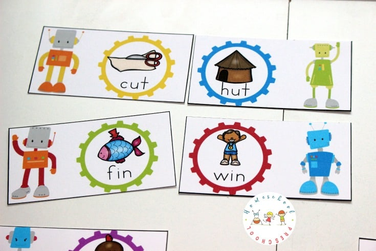 Preschool and kindergarten kiddos will enjoy matching rhymes with this free robot-themed rhyming words game for beginning readers!