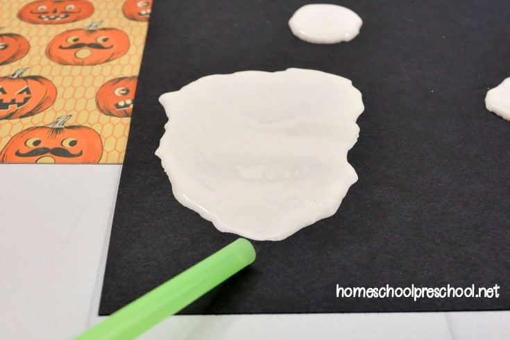 Are you looking for a new preschool Halloween craft to do this month? Check out this blow painted ghost your preschoolers will love!