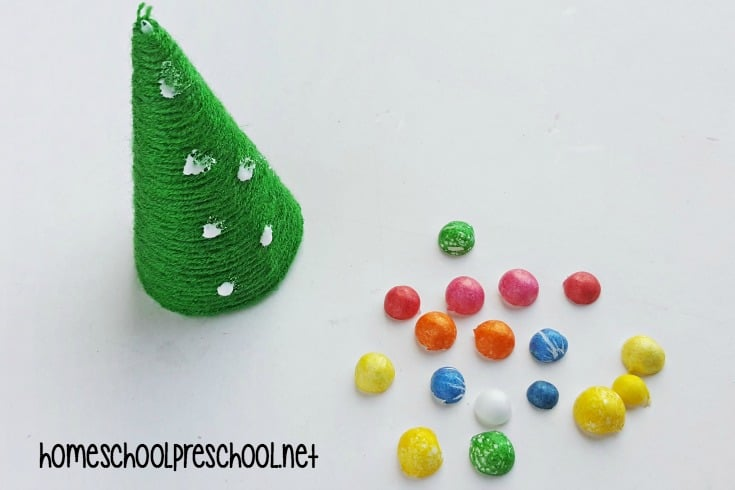 Are you looking for a fun preschool Christmas craft to do for the holidays? Let your little ones make a yarn-wrapped tree to decorate your home this season.