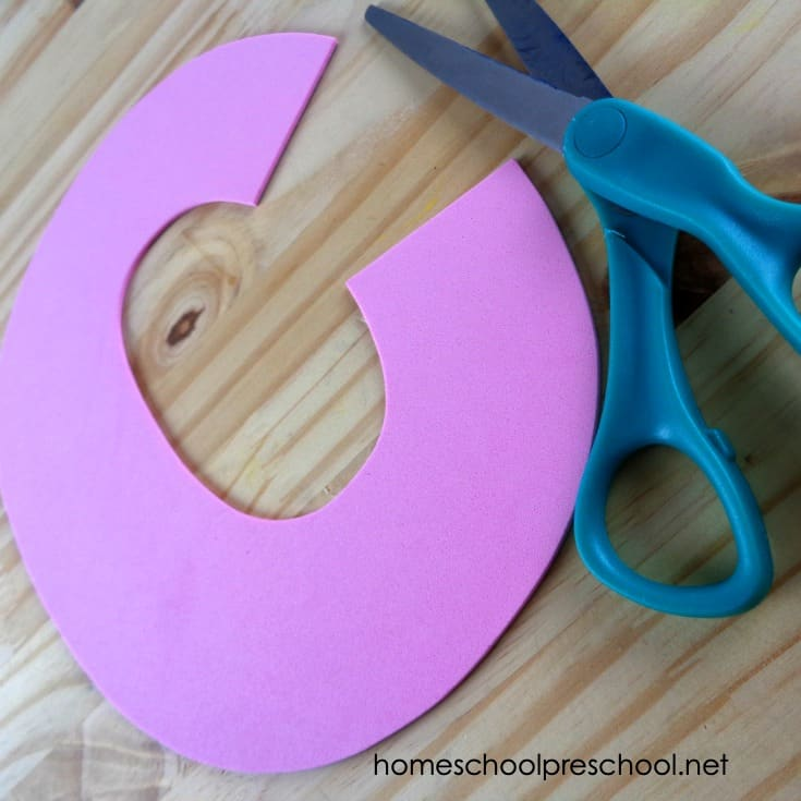 This C is for Cupcake preschool craft is perfect for your letter of the week lesson plans. It also pairs well withIf You Give a Cat a Cupcake!