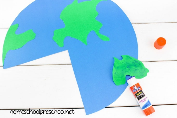 Explore the inside of the earth with this easy layers of the Earth preschool craft! It's perfect for Earth Day and your Earth science activities.